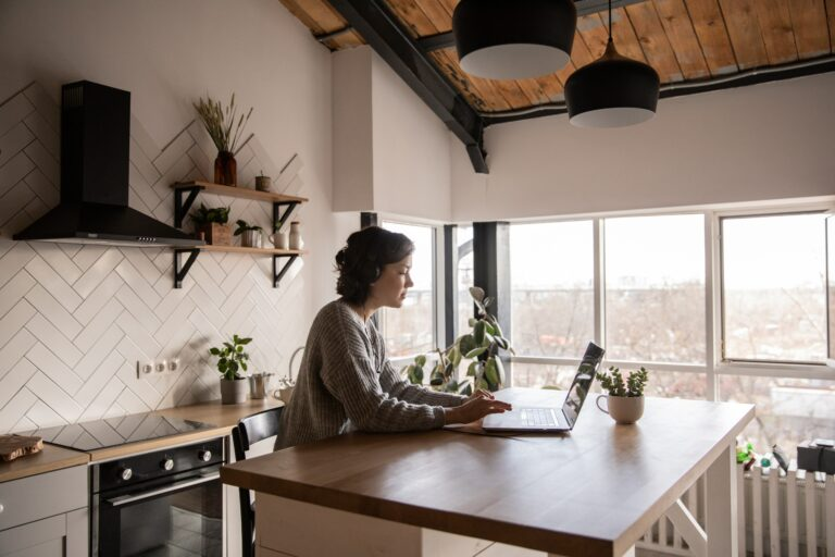 home office pexels ekaterina bolovtsova